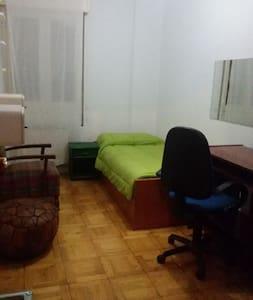 habitación acogedora en pleno casco antiguo - Pamplona