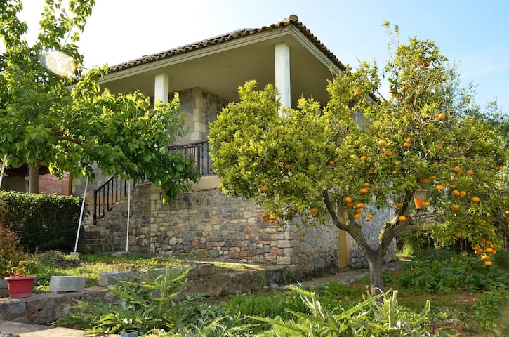 For nature lovers 8 minutes by the sea - Messinia - Huis
