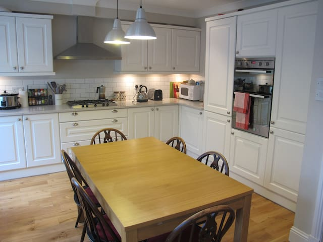 Lovely 2-bedroom house in leafy Neighbourhood - Bearsden - Ev
