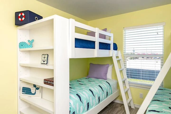 built in bunk room, twin over twin