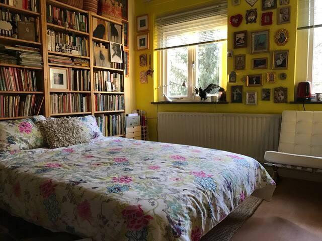 Ruime, lichte kamer, alleen voor 4 daagse