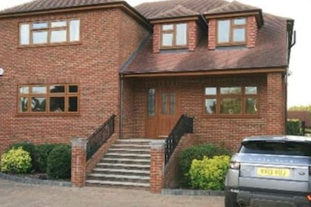 Entire Home Available over the Holidays - Wraysbury