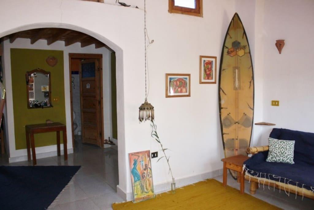 Blick vom Wohnzimmer in das Esszimmer.