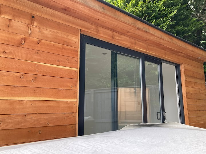 Luxury studio/garden room west end glasgow