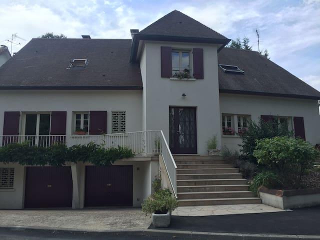 Maison 5 chambres 3 salles de bain - Le Plessis-Trévise