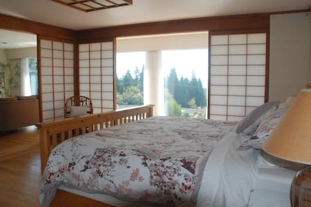 The Eagles Nest - Suite with a birds eye view - West Vancouver