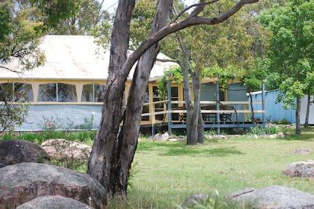 Twisted Gum Vineyard Cottage - Ballandean - Haus