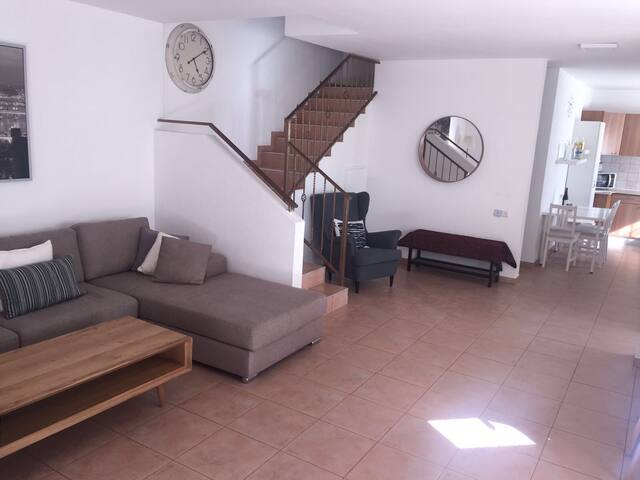 VILLA 1 Mile From Beach with 2 free parking spots
