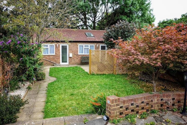 Lovely 2 Bedroom Bungalow with Garden space!