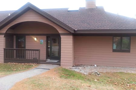 Spacious 3 Bedroom Townhouse in White Mountains