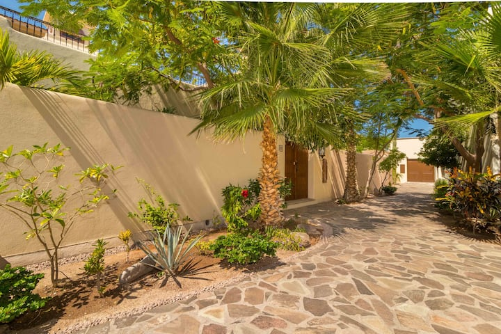 Ideal home, Perfect location in Loreto Bay, steps from the Beach. with Bikes