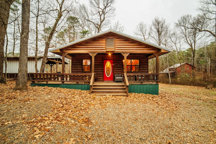 Deer Run is the Perfect Cabin for 4 Guest! Located on Almost 4 Acres and Surrounded by Nature.