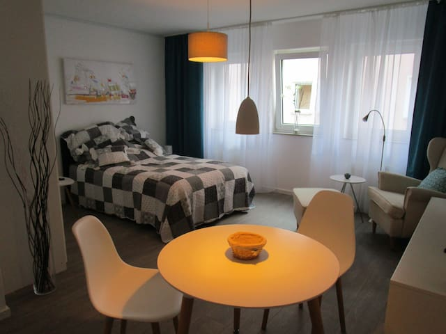 Modernes Apartment inkl. Tiefgarage - Bad Vilbel - Apartament
