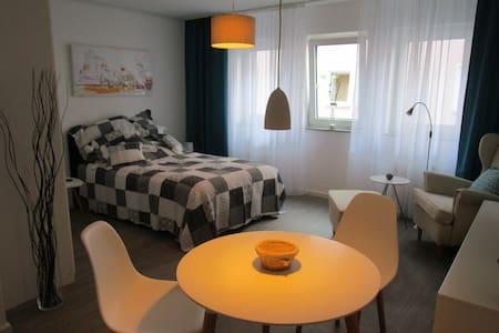 Modernes Apartment inkl. Tiefgarage - Bad Vilbel - Lakás