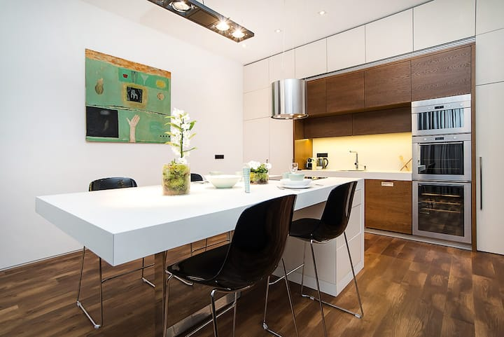 Lavish and chic apartment in famous area