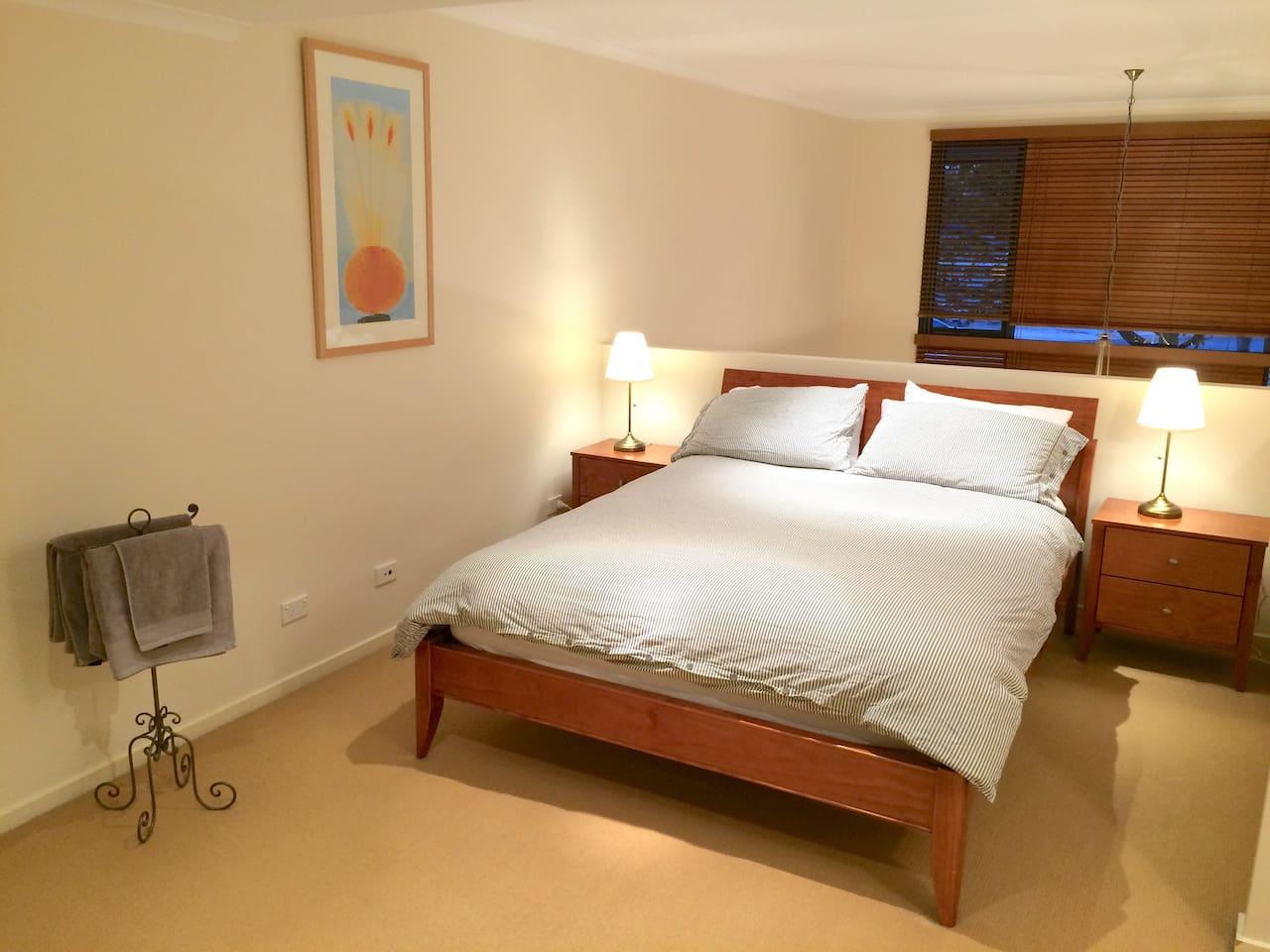 Upstairs Loft Bedroom - Queen Size Bed