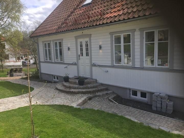 Villa Lundbo, centralt semesterparadis i Båstad