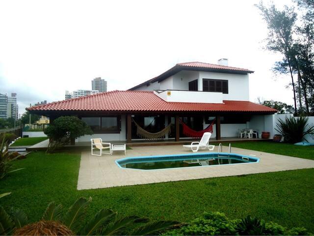 Casa à Beira Mar em Torres