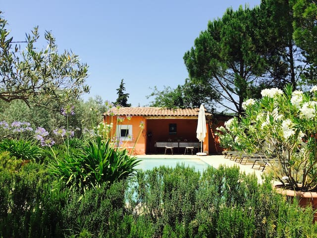 Entire villa with pool in Luberon, Provence
