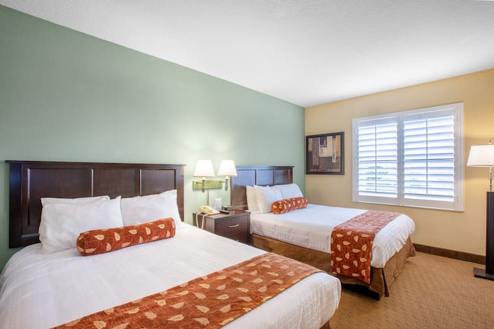 Hotel suite with pool near Universal Studios