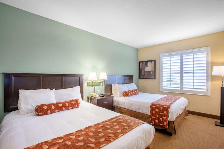1 Bedroom Condo with Pool, Near Universal Studios