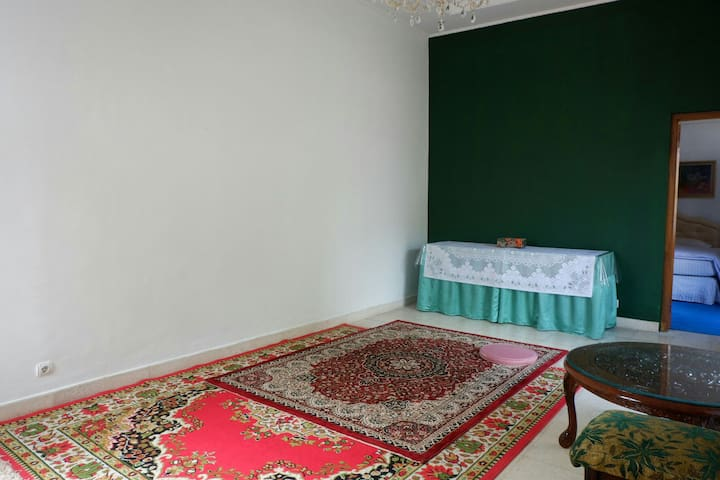 First floor : Living room, can be used for sleeping or gathering.