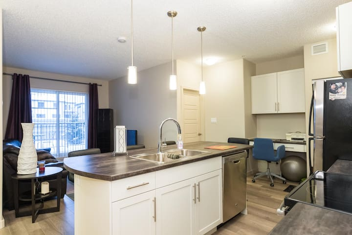 Private Room in New Condo on South Side - Edmonton - Wohnung