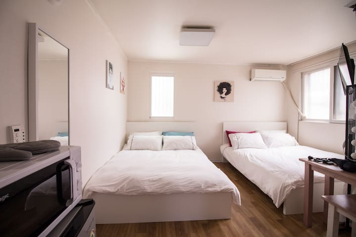 2mins walk from Exit 8 of Hong-ik univ stn! Cozy#2