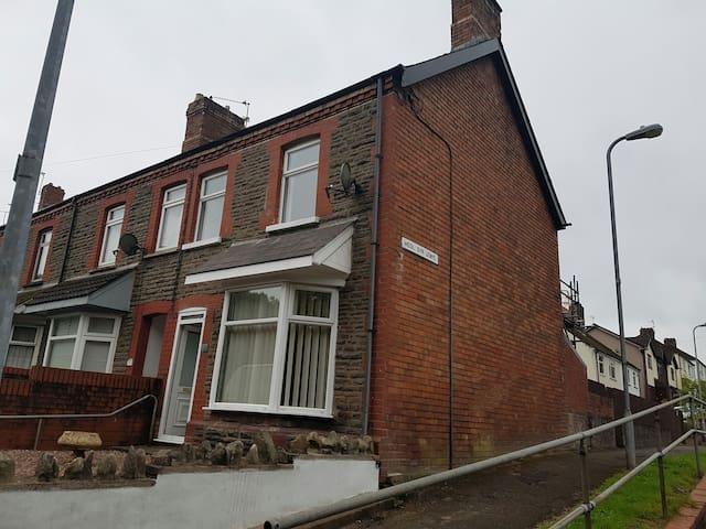 3 bedroom home in rural Cardiff - Morganstown