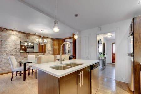 Chambre avez terrasse et salle de bain privées - Montréal