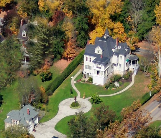 Mansion District Inn Bed & Breakfast in PA Wilds - Smethport - Bed & Breakfast