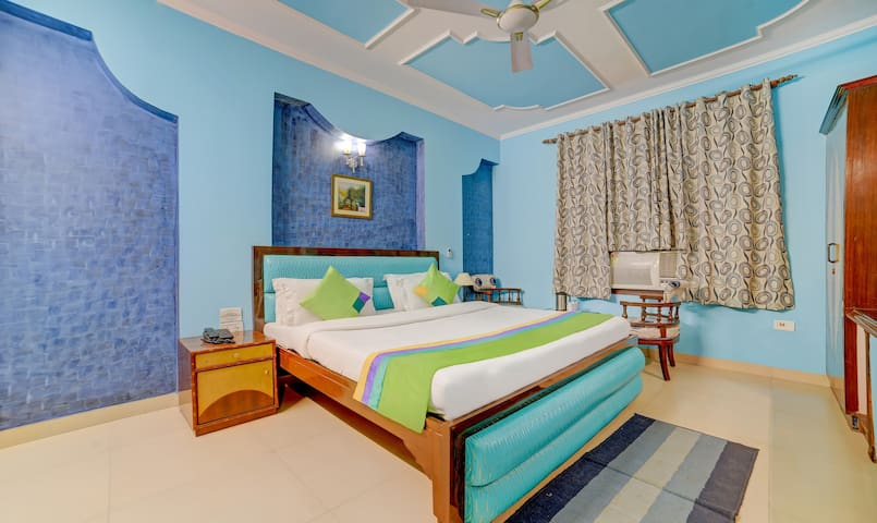 Homely Friendly space -near k.bagh metro station