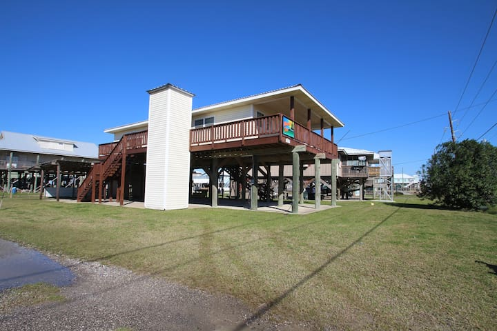 Vitamin Sea is across from the beach with beach access in Grand Isle