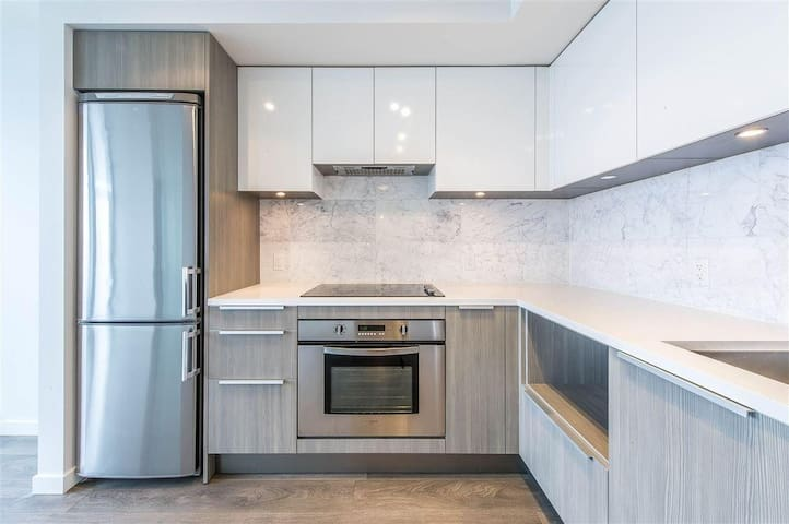 Metrotown Burnaby Entirely New Luxury Apartment