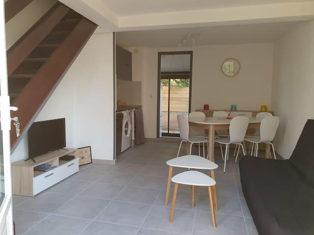 Maison et terrasse à la plage