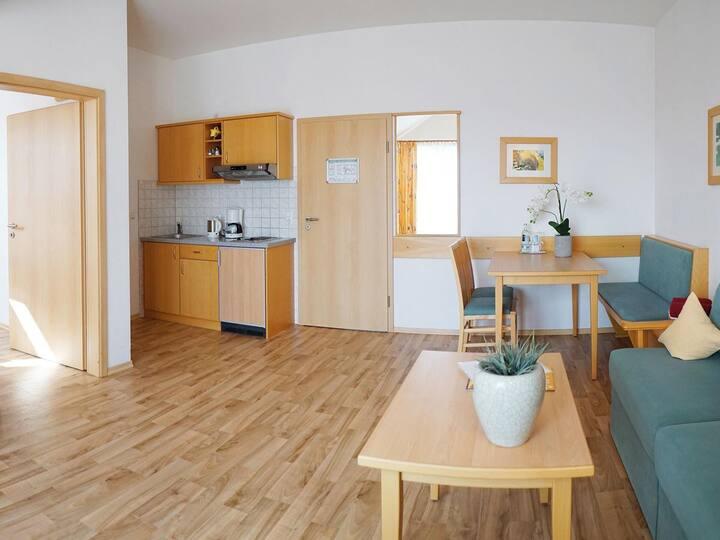 Kurhotel Schatzberger (Bad Füssing), Wohnung Typ II (38qm) mit Küchenzeile und Balkon
