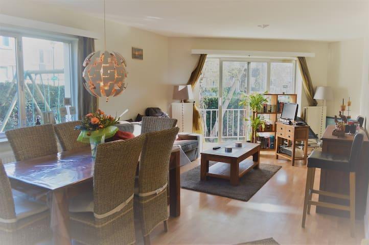 Nice apartment with garden - Woluwe-Saint-Pierre - Lägenhet