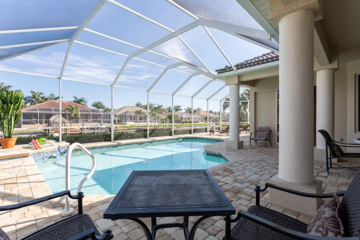 Surfside Elegance SW Cape Coral Luxe Vacation home