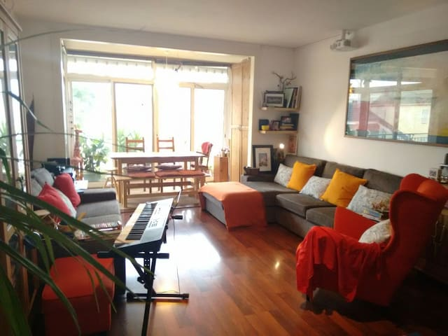 Room&Terrace&Private bathroom. Near airport Bcn.