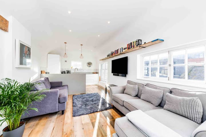 Central PENTHOUSE Loft Apartment with ROOF TERRACE