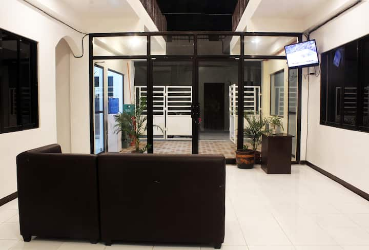 Luna Oslob Travellers Inn Queen With Aircon Room 6