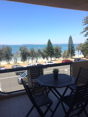 HUGE 2 bed apartment facing beach + unlimited WiFi - Brighton-Le-Sands - Appartement