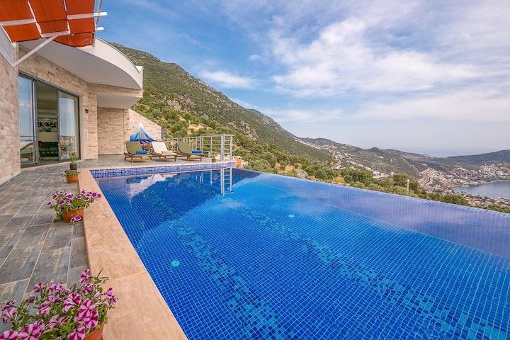 Deniz manzaralı 2 yatak odalı özel havuzlu villa