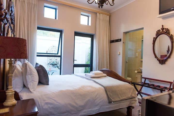 #3 Queen Room in Melkbos Strand on Golf Estate