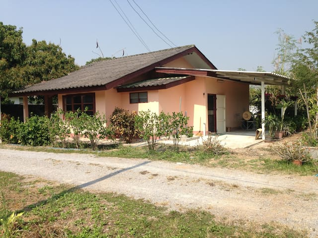 Thai private guest house on family area - Hang Dong - Bungalow