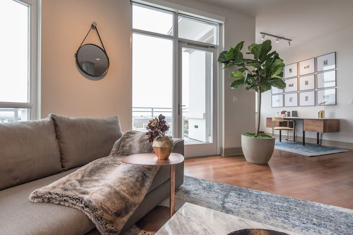 Westwood Stunning Penthouse with $$$Views