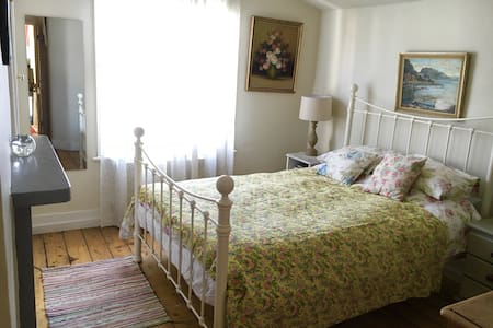 QUIET ROOM WITH PRIVATE BATHROOM - Londres - Bed & Breakfast