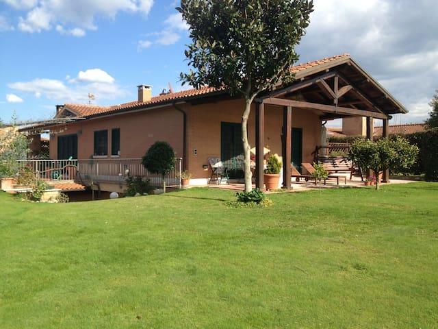 Tiziana's VILLA with Garden - Roma - Villa