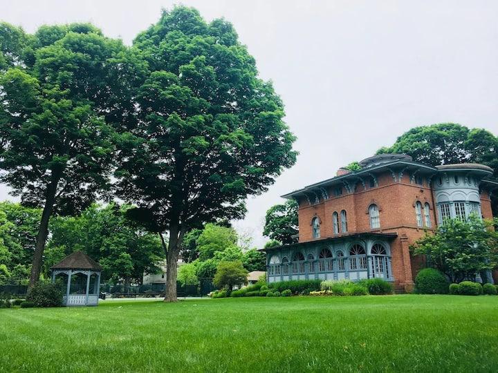 Mount Crescent House, Unique Historic Mansion