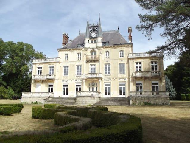 Appartement dans château en Bourgogne Val de Loire - Varennes-Vauzelles - Schloss